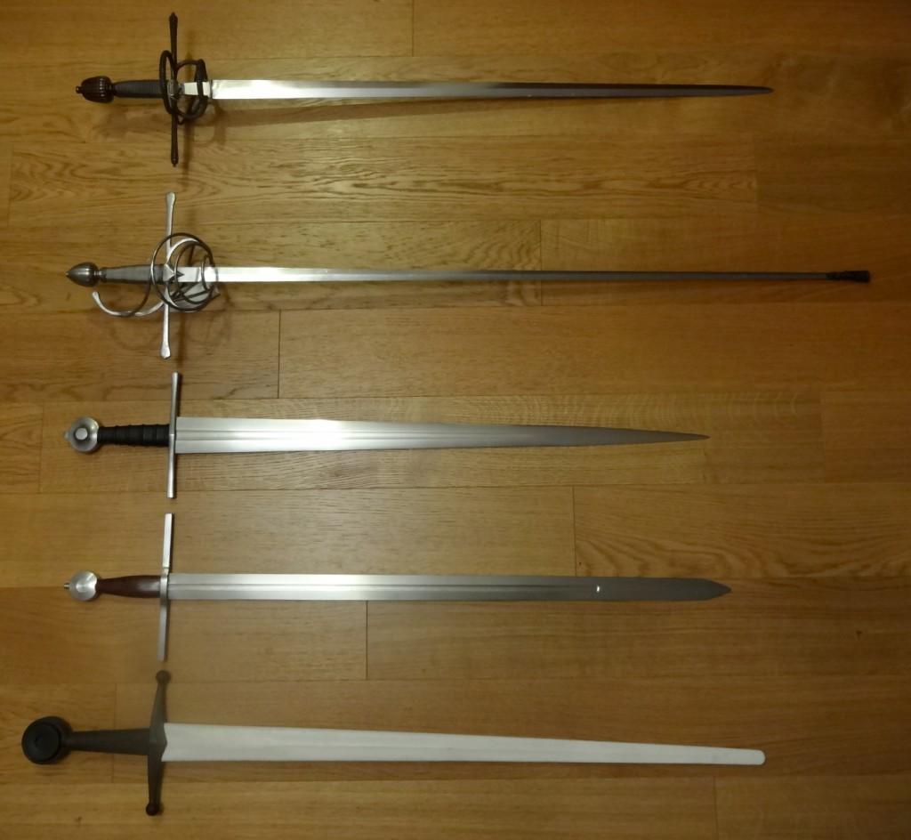 Une photo de groupe des cinq épées